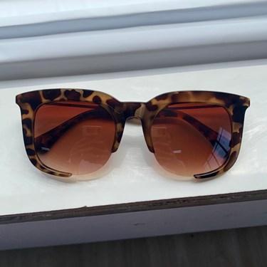 Produto Óculos de Sol Quadrado Flávia
